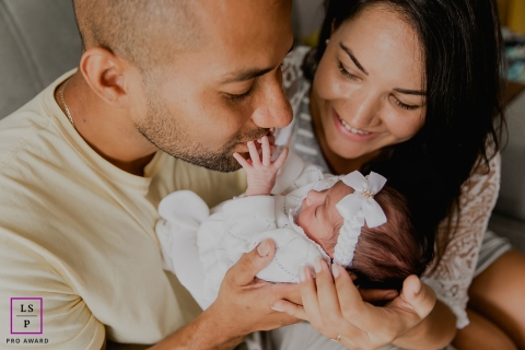 Rio de Janeiro Brazil New love - Family portraits at home with newborn baby girl