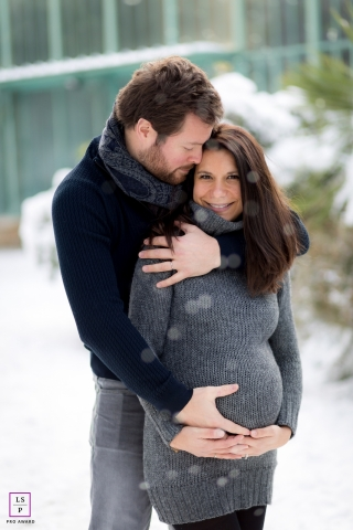 Paris Ile-de-France Lifestyle Maternity Photographer | Image contains: happy, vertical, snow, winter, session, couple