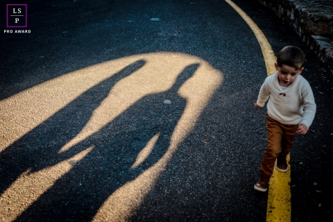 Haute-Garonne Lifestyle Kids Photography | Occitanie Shadow's parents with boy walking painted line in the street