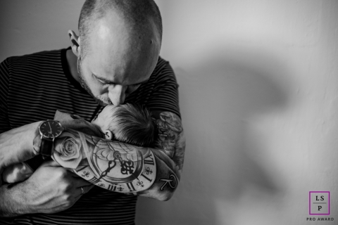 Dad and Baby Portraits in Netherlands | Lifestyle Photography Session: fathers and their daughters