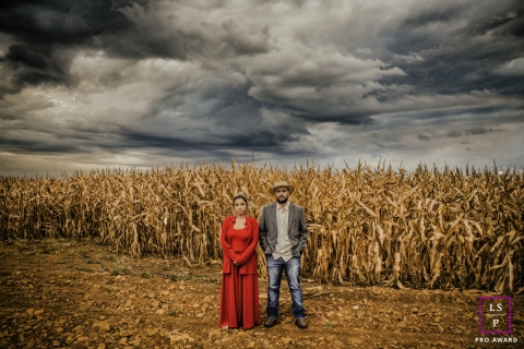 Couple Photographer in Rio de Janeiro | Lifestyle Image: In the middle of the road, the burned cornfield and the approaching storm. Like in a dramatic movie!