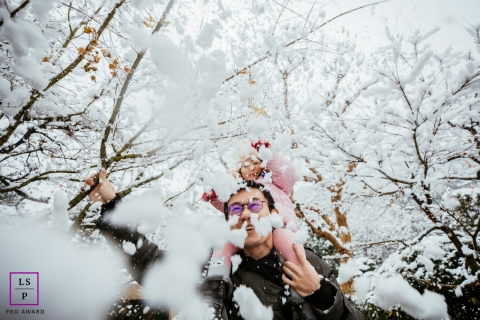 Daddy and Toddler Photographer in Hangzhou City, Zhejiang | Lifestyle Image: Playing with father in the snow