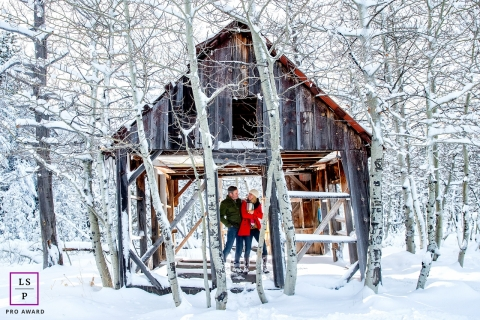 Couple Portraits in Lake Tahoe | California Lifestyle Photography Session: Couple in an abadoned house in the middle of the snow