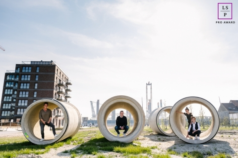 Outdoor Family Photographer in East Flanders | Lifestyle Image: Rounds of love - concrete tube sections