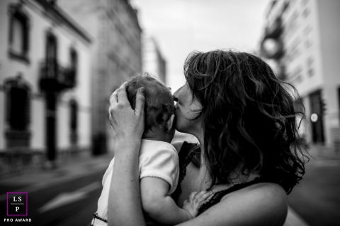 Family Photography for Bourgogne-Franche-Comte - Lifestyle Portrait: Mother's love