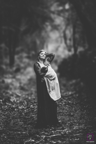 Auvergne-Rhone-Alpes lifestyle pregnant portrait session | Black and White | Breastfeeding in the forest