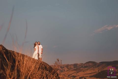 Minas Gerais couple lifestyle portrait session in the hills of Brazil