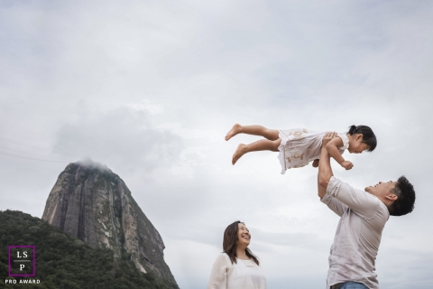 Rio de Janeiro family portrait | This beautiful family loves the outdoor lifestyle.