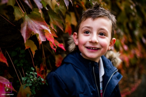 Paris Ile-de-France	lifestyle portrait photography. Colorful winter image of a young boy.