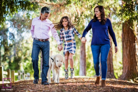 Fun walk with the family during a lifestyle photo session | San Francisco California
