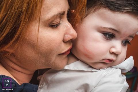 Um lindo retrato de mãe e bebê | Fotografia de família em estilo de vida em Mato Grosso do Sul