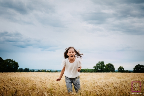 """Teenager shouting her favorite dish : """"candy"""" !!!  