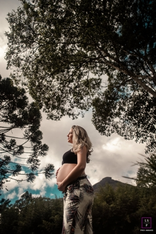Nova Friburgo Outdoor lifestyle maternity portrait session