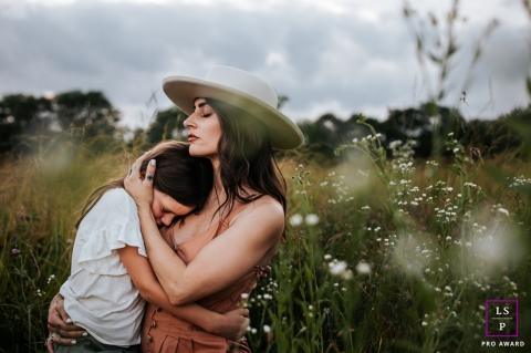 Tennessee mother and daughter lifestyle family photography portraits in a field with flowers in Nashville
