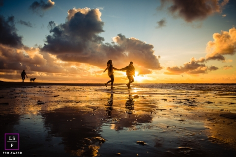 Noord Holland	lifestyle photography - Totally in love during sunset on the Dutch Beach