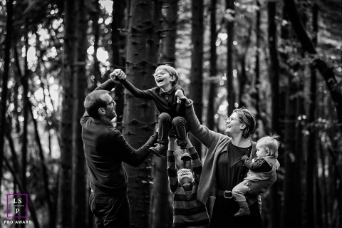 Bourgogne-Franche-Comte family photo session in the woods