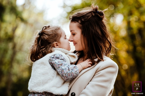 France Lifestyle Photographer created this mother and daughter artistic portrait with Mom and little girl