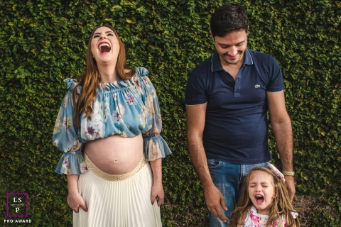 Campo Grande Lifestyle Family Photographer created this artistic portrait with the showing of some Jealousy