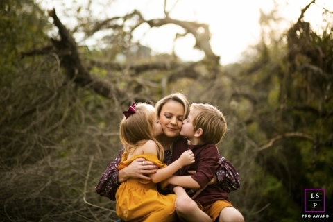 Curitiba Creative Lifestyle Family Portrait image showing A double kiss on mommy with beautiful fall colors
