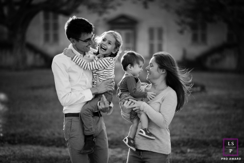 Lyon Lifestyle Photographer created this artistic portrait showing some Family Fun in BW