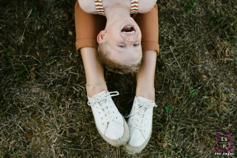 Doubs Lifestyle Photographer created this artistic portrait showing head to toe with mom