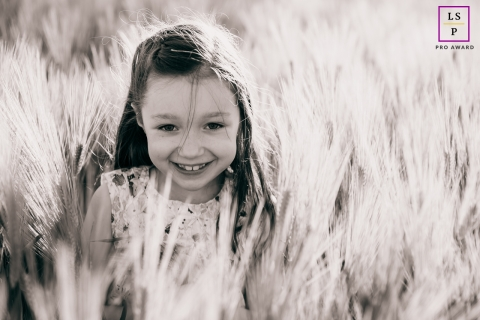 Cote-d'Or young girl poses for a lifestyle photo in the wheat fields in the sunshine