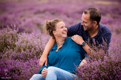 This is a lifestyle photo from Noord Holland of a fun couple laughing in a field of lavendar