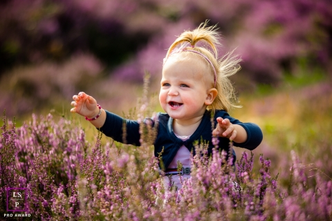 This is a lifestyle picture from Amsterdam of a child in a lavendar field