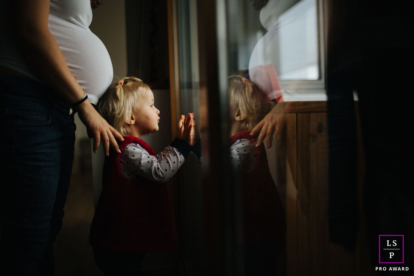 Family Photography for Warsaw Mazowieckie - Lifestyle Portrait contains: mother, pregnant, girl, window, reflection, home, indoors