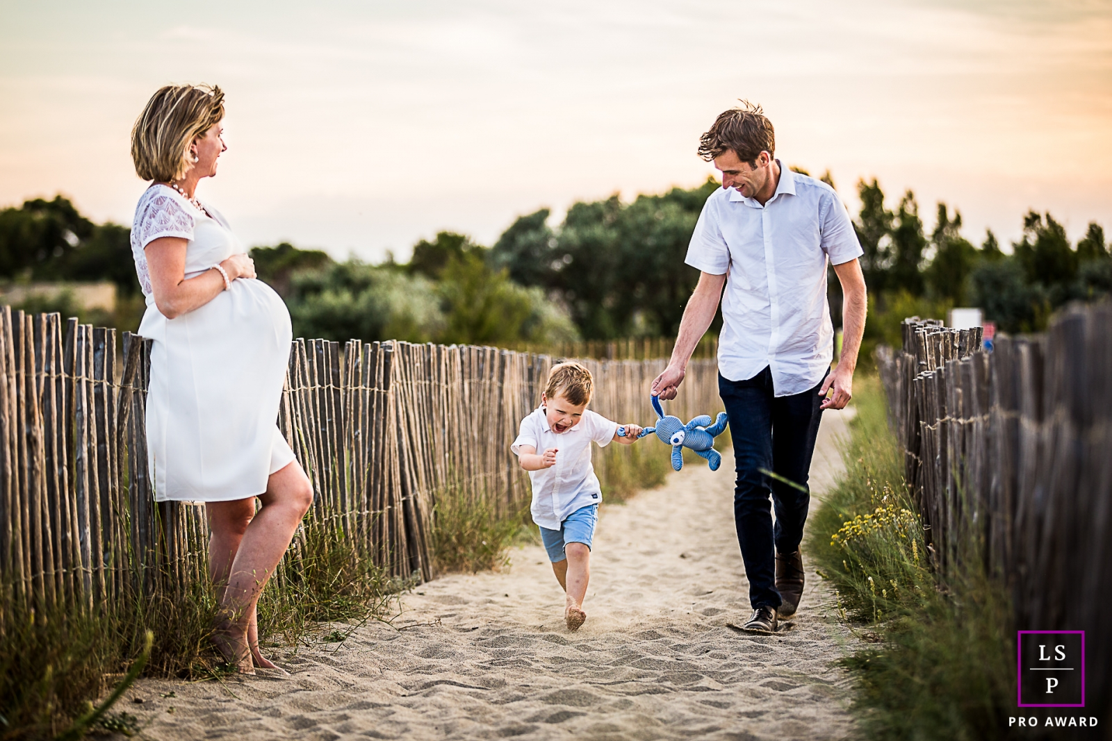 A Pyrenees-Orientales lifestyle family photography shoot at the beach with a pregnant mommy, dad and a toddler