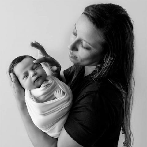 Bahia newborn baby and family portraits by Charlene Mascarenhas, a Brazil lifestyle photographer