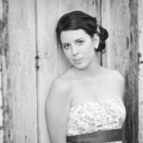 Stephanie Lyell is based in Ohio and serving families with her photography.