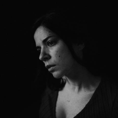 Black and white portrait of Portland lifestyle photographer Evelynne Gomes-Greenberg of Oregon
