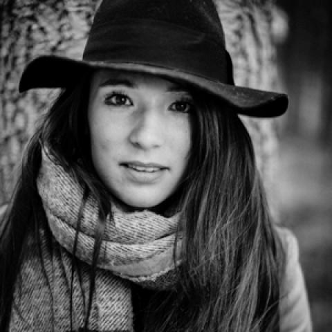 BW portrait of Landes lifestyle photographer Johanna Christol of Nouvelle-Aquitaine, France